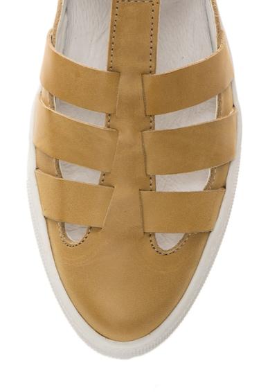 Zee Lane Pantofi ocru de piele cu bareta in forma de T Femei