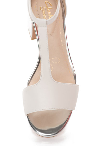Clarks Sandale alb cu argintiu de piele Barley Belle Femei